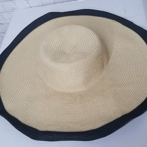 Nine West Summer wide brimmed hat